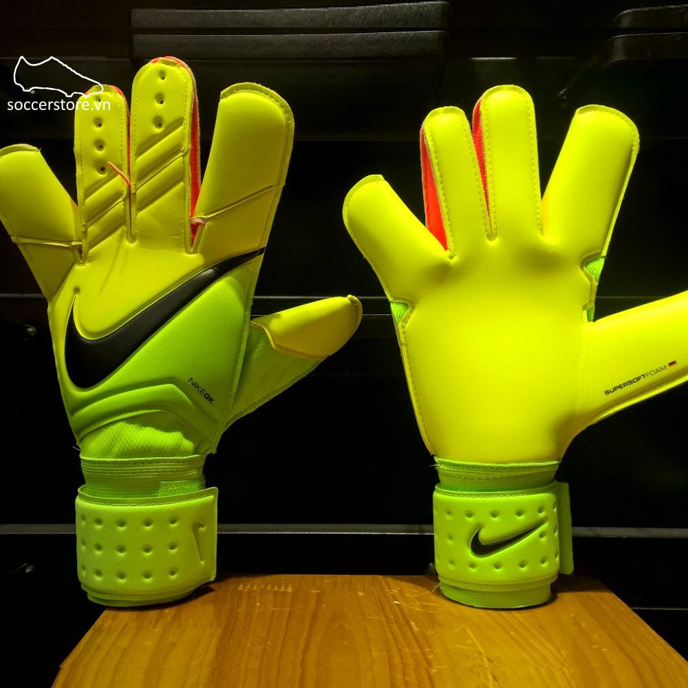 Nike Grip 3- Electric Green/ Volt/ Black GS0329-336