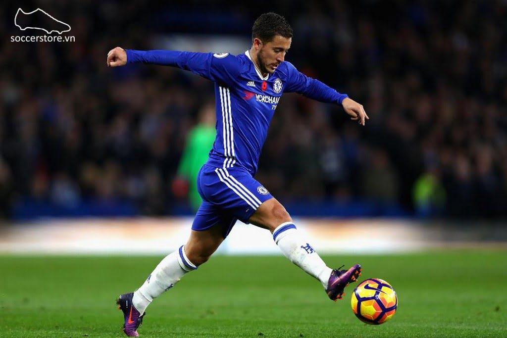 Hazard của Chelsea sử dụng giày Nike Mercurial Vapor