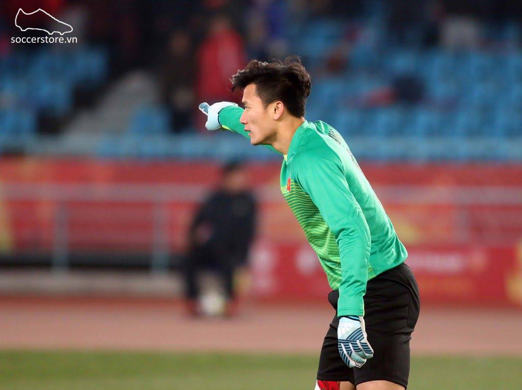 Thủ môn Bùi Tiến Dũng của U23 Việt Nam