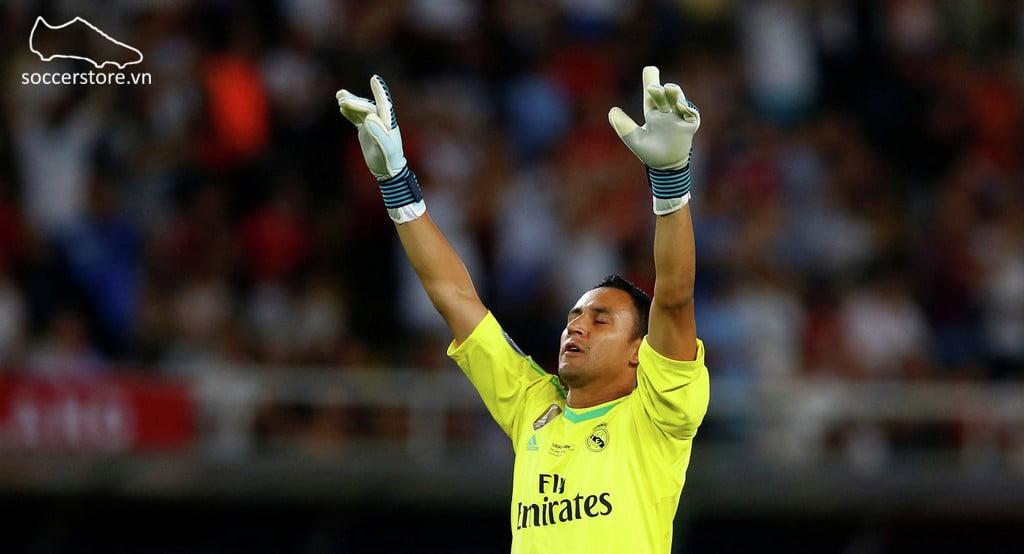Thủ môn Keylor Navas sử dụng găng tay thủ môn Adidas
