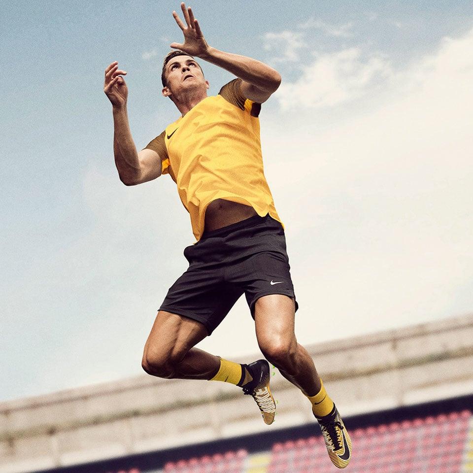 CR7 sử dụng giày Nike Mercurial Superfly