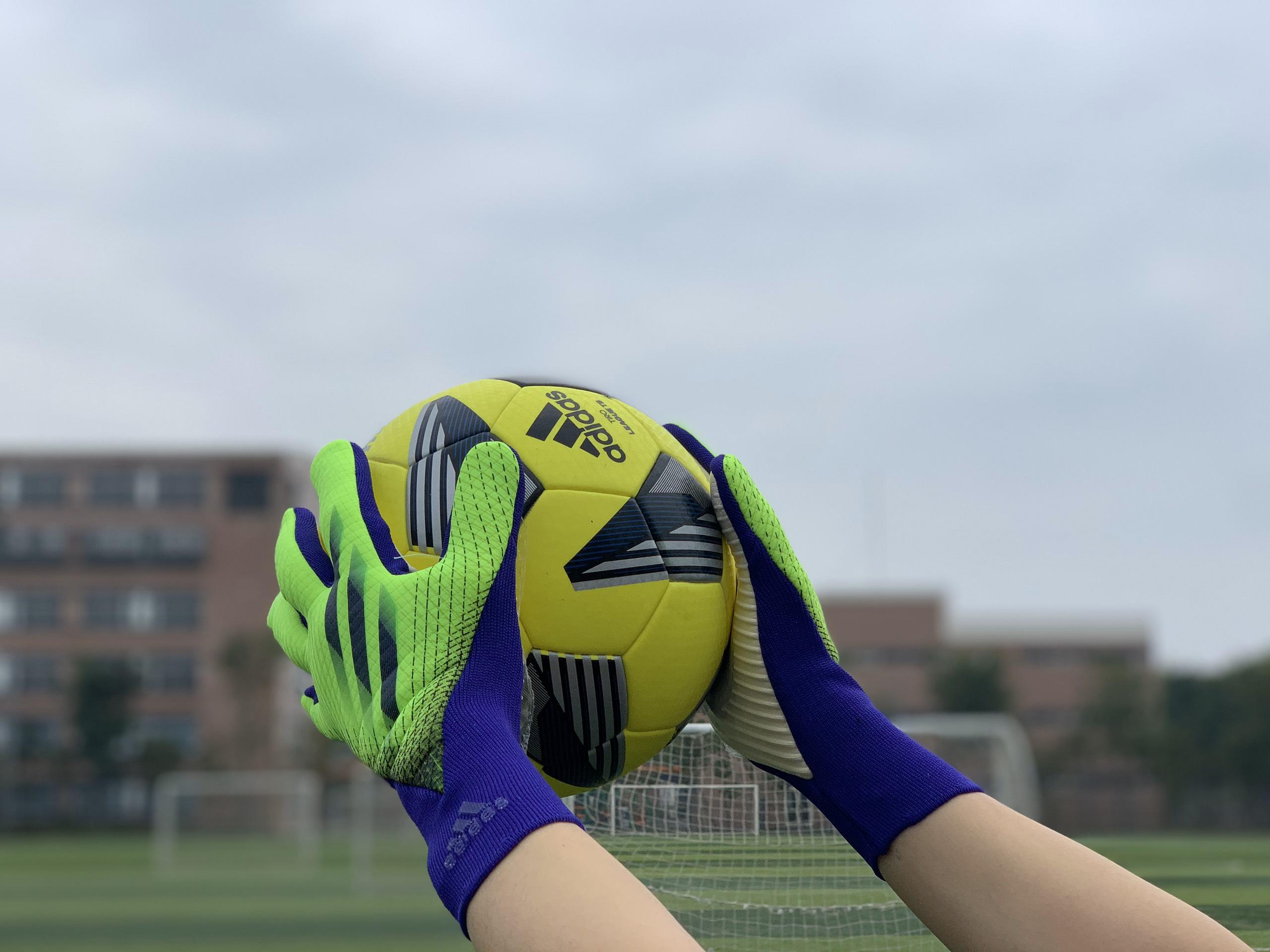 Găng tay thủ môn